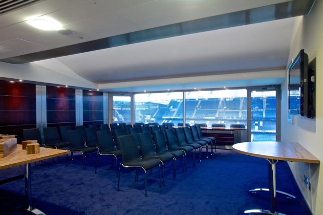 スタンフォードブリッジ会議室