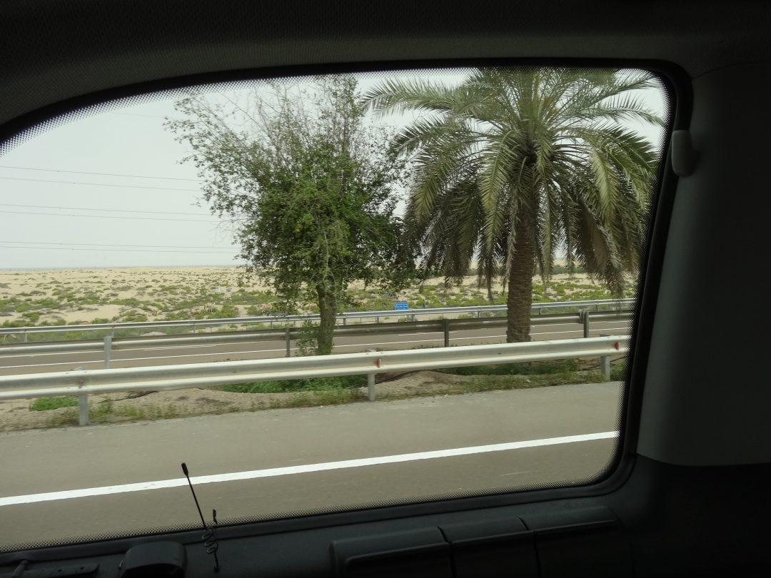 アブダビタクシー車窓