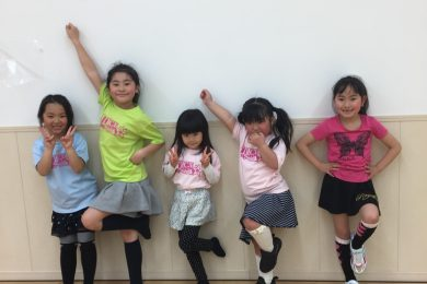 3月 LOICX☆チアダンススクール テラスモール湘南校 フィストの向き